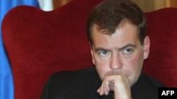 Рейтинги Путина и Медведева: разрыв сократился до 1 процента