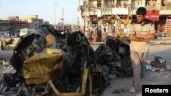 Ostaci vozila uništenog u napadu automobilom bombom u Sadr Sitiju, u severoistočnom Bagdadu