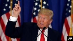Ứng cử viên tổng thống của đảng Cộng hòa Donald Trump phát biểu trong cuộc họp báo tại Câu lạc bộ Trump National Golf ở Jupiter, Florida, ngày 8/3/2016.
