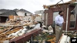 德州格蘭伯里鎮龍捲風過後的破壞情況