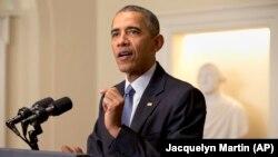 Presiden AS Barack Obama berbicara mengenai kesepakatan perjanjian iklim di Paris dalam pidato hari Sabtu (12/12).