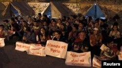 Para pendukung Presiden Suriah Bashar al-Assad melakukan demonstrasi anti Amerika di pinggiran ibukota Damaskus (2/9).