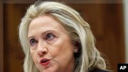 Clinton sauda aniversário de Angola