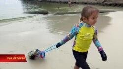 'Thợ lặn' 4 tuổi nhặt rác làm sạch đại dương