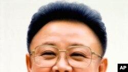 北韓官方通訊社星期一在平壤公佈的北韓領導人金正日的肖像