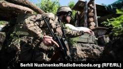 Украинские военнослужащие на позициях в районе г. Золотое-4 на Луганщине. Архивное фото.