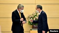 國際奧委會主席巴赫2020年11月16日在東京會見日本首相菅義偉(路透社)