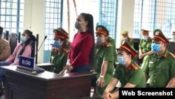 Blogger Lê Thị Bình tại phiên tòa ngày 22/4/2021 ở Cần Thơ. Photo NLD