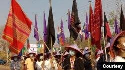ရွမ္းျပည္နယ္ ဖယ္ခံုျမိဳ ႔နယ္က ထဘီအလံထူ ဆႏၵျပပဲြျမင္ကြင္း။ (ဓာတ္ပံု - Mu Innocent via Za Lay - မတ္ ၈၊ ၂၀၂၁)