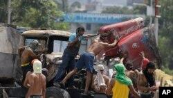巴西和哥倫比亞交界地區爆發衝突,趕走了運送物資的卡車。