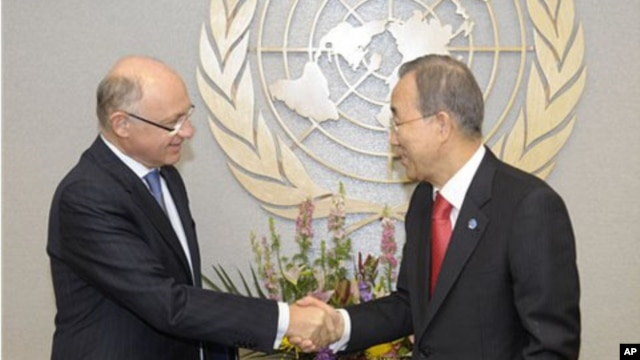 Argentine Foreign Minister Hector Timerman, left, meets with U.N. Secretary-General Ban Ki-moon, at the U.N.,  New York, February 10, 2012.