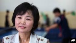 지난 2012년 6월 평양 '대동강 장애인 회복원'에서 언론과 인터뷰하는 리분희 조선장애자체육협회 서기장. (자료사진)