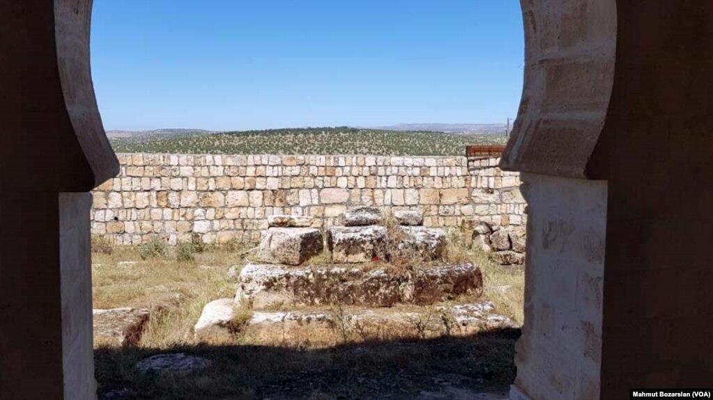 Photo Gallery: Kiliseyi Temizlerken Tarih Buldular