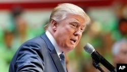 El candidato republicano a la nominación presidencial Donald Trump ha sido criticado ampliamente por su plan de prohibir el ingreso de musulmanes a EE.UU.