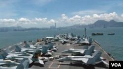 Máy bay phản lực F/A-18 Super Hornet của Hải quân Hoa Kỳ trên hàng không mẫu hạm USS George Washington