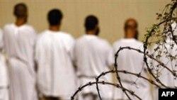 Tù nhân tại trung tâm giam giữ của quân đội Hoa Kỳ ở vịnh Guantanamo