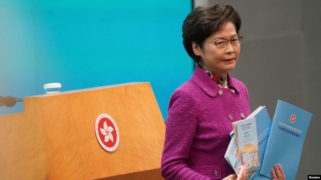 香港特首林郑月娥发表《施政报告》后出席记者会(路透社2020年11月25日)(photo:VOA)