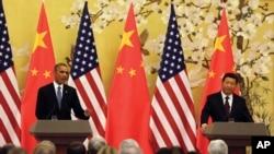 지난해 11월 중국 베이징에서 정상회담을 가진 바락 오바마 미국 대통령(왼쪽)과 시진핑 중국 국가주석이 공동 기자회견을 하고 있다. (자료사진)