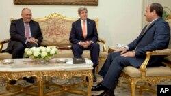 Le président égyptien Abdel-Fattah el-Sissi, à droite, rencontre le secrétaire d'Etat américain John Kerry le 20 avril 2016.