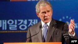 جرج بوش حضور آمریکا در افغانستان را برای صلح لازم می داند