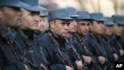 ایالات متحده امریکا اکمالات البسۀ قوای مسلح افغانستان را تمویل می کند