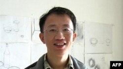 Ông Hồ Giai, nhà hoạt động cho nhân quyền và bênh vực các bệnh nhân bệnh AIDS đang thọ án tù ba năm rưỡi về tội xúi giục lật đổ chính quyền