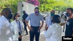 18 Ağustos 2021 - ABD'nin Haiti özel temsilcisi Daniel Foote, Haiti'de Corona virüsü enfeksiyonu kapanların tedavi edildiği bir hastaneyi ziyaret etti