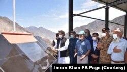 Perdana Menteri Pakistan Imran Khan meresmikan Bendungan Diamer Bhasha di Gilgit Biltistan, wilayah Pakistan. (Foto: akun Facebook Imran Khan/pribadi)