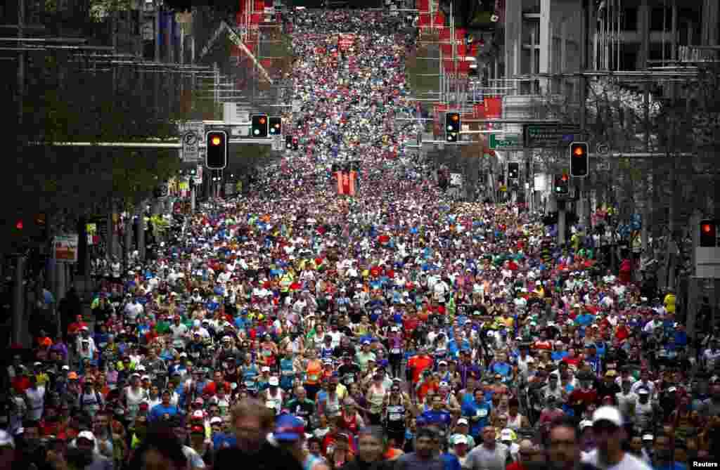 当地时间8月10日,第44届City2Surf趣味赛跑在澳大利亚悉尼开幕。约8万民众参加了这次全程14公里的长跑活动。他们将从悉尼一路跑至邦迪海滩(Bondi Beach)。