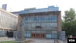 位于莫斯科的吉尔汽车制造厂(利哈乔夫汽车厂),江泽民上个世纪50年代曾在此实习。(美国之音白桦拍摄)