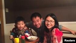 آقای وانگ در کنار خانواده اش - آرشیو