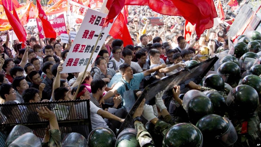 如今中國常苦苦地追趕過去,但趕不上自己孕育與鼓勵的大眾民族主義。