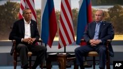 Presiden AS Barack Obama bertemu dengan Presiden Rusia Vladimir Putin di Enniskillen, Irlandia, 2013. (Foto: Dok)
