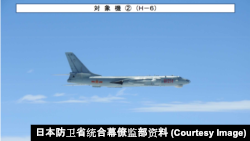 Oanh tạc cơ H-6 của Trung Quốc. Dòng oanh tạc cơ H-6J mới được đánh giá là có sức mạnh vượt trội so với các dòng khác.