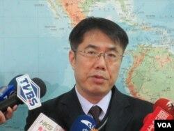 台湾在野党民进党立委黄伟哲(美国之音张永泰拍摄)