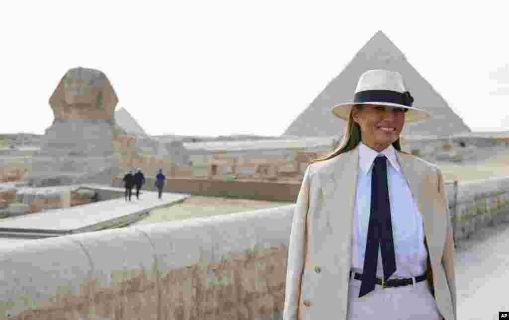 Меланія Трамп відвідала статую Сфінкса в Гізі, Єгипет, 6 жовтня 2018 року.