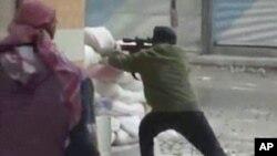 7일 시리아 다마스쿠스에서 정부군과 총격전을 벌이는 반군. 일반인 촬영 동영상.