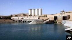 عکس آرشیوی از سد موصل، واقع در شهر موصل در ۳۶۰ کیلومتری شمال غربی بغداد، عراق