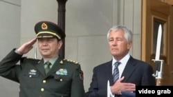 美国国防部长哈格尔和中国国防部长常万全8月19日在华盛顿(视频截图)
