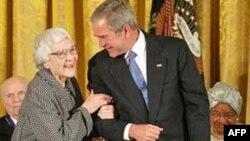 Харпер Ли и Джордж Буш