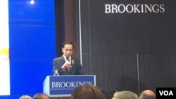 Presiden Joko Widodo berbicara di lembaga Brookings Institution di Washington, DC (27/10). (VOA Indonesia)