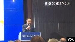 Presiden Joko Widodo berbicara di lembaga Brookings Institution di Washington, DC (27/10). (VOA Indonesia)