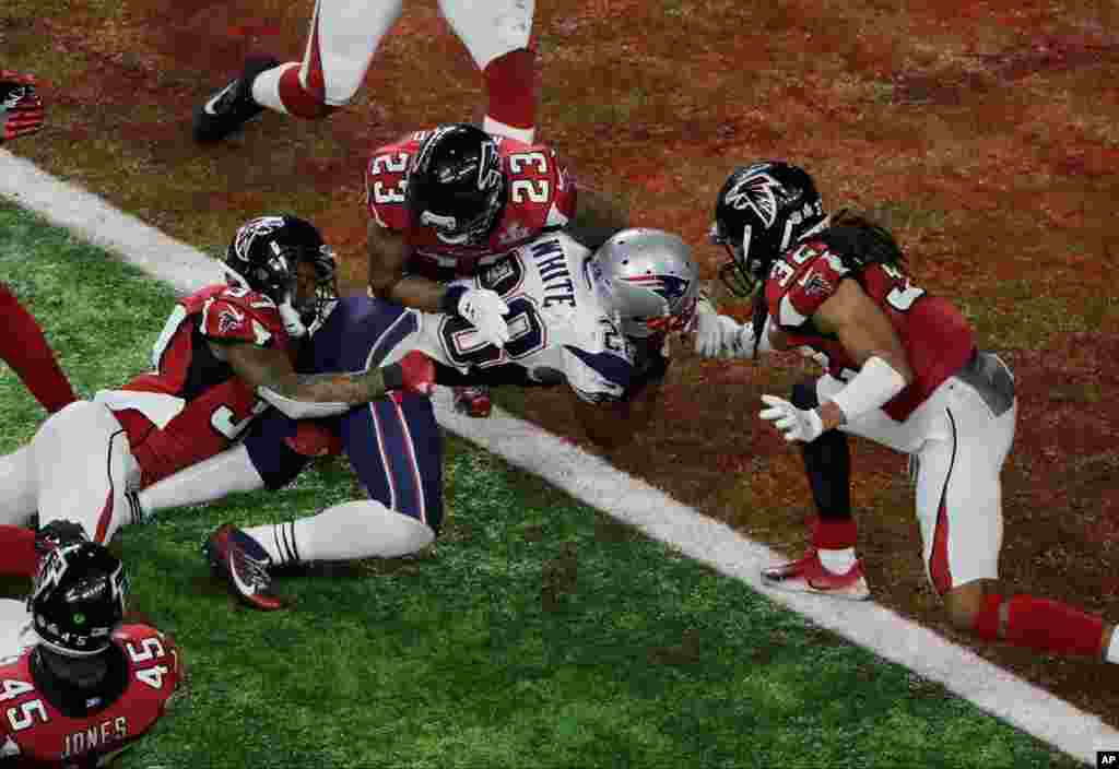 Pertandingan antara tim New England Patriots dan Texas Falcons pada Super Bowl 51.