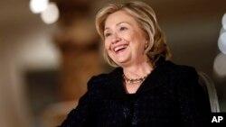 Hillary Clinton, de 66 años señaló que existen asuntos más importantes para preocuparse que su candidatura.