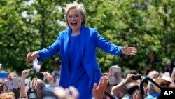 En una intervención que mezcló lo político con lo personal, Clinton reveló una visión progresista de sus aspiraciones a la Casa Blanca.