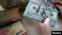 Nền kinh tế Việt Nam có thể sẽ phát triển chậm lại do ảnh hưởng của cuộc chiến thương mại giữa Mỹ và Trung Quốc - hai thị trường xuất khẩu lớn nhất của Việt Nam, theo ADB.