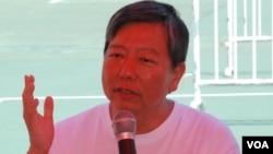 香港支聯會主席李卓人與學生對談表示,支聯會提出的愛國不是愛黨,而是挑戰一黨專政(美國之音湯惠芸)