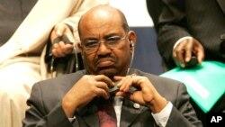 Omar Hassan Ahmed El Bechir, président du Soudan, lors de l'ouverture du sommet France-Afrique, le 15 février 2007.