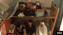 Sebagian TKI yang menginap di tempat penampungan sementara di KBRI, Kairo (foto: dok 2009).
