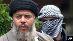 Ulama muslim radikal, Abu Hamza al-Masri dan empat tersangka teroris lainnya telah dieksradisi ke Amerika dari Inggris, beberapa jam setelah Mahkamah Agung Inggris menolak permhonan banding mereka, Jum'at lalu (Foto: dok).